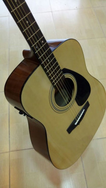 Semi-Acoustic Yamaha F310 with fishman pickup