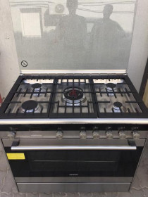Stainless Steel Siemens Electric Oven and Gas Cooktop Excellent condition