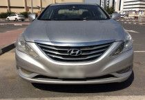 Hyundai sonata 2014, very good and no accident car. Mid option.
