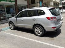 Hyundai Santa Fe 4X4 2012 low Mileage Fuel effic. for Sale in Electra Abu Dhai