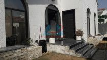 Single story Villa w/ 3BR and garden for rent in Jumeirah 2