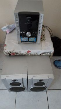 PANASONIC SYSTEM WITH 5500 WATTS SPEAKERS WITH RADIO CD PLAYER AND DOUBLE CASSET