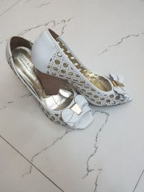 Lady shoes going cheap