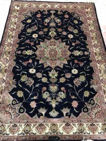 Hand woven/knotted rug