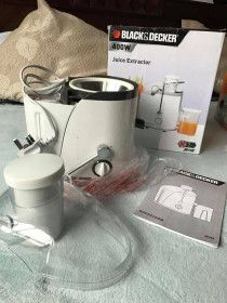Black and Daker Juice Extractor (used) with orignal packaging  for 150 AED.