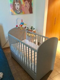 adjustable baby crib