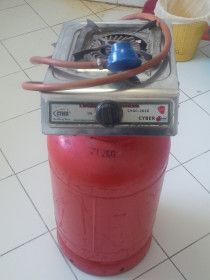 Emirates Gas cylinder with regulator with gas stove