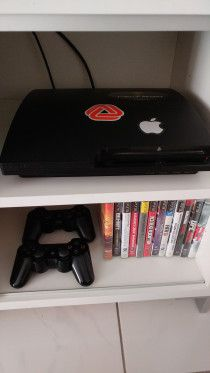 PlayStation 3 500 GB - 2 controllers with games