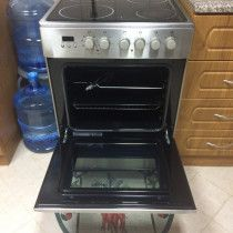 URGENT SALE: Whirlpool electric cooker and oven