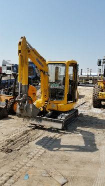 Excavator komatsu PC20 for sale in very good condition located in mussafah area