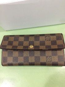 LV wallet Damier, long wallet, authentic for sale in Abu Dhabi