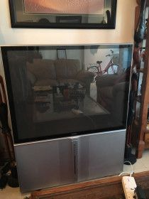 Hitachi TV 45 Inch good condition comes free with DVD player
