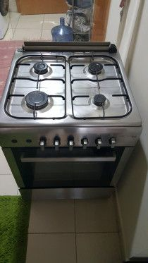 Very good condition gas stove 4 burners automated switch