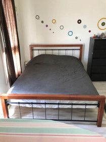 Queen Size Bed - Cheap & Barelly Used ( Used in Guest Room)