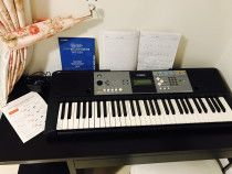 YAMAHA KEYBOARD PSR E233 - original packaging