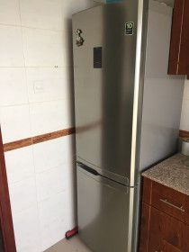 Samsung Fridge in perfect condition for only 990 AED