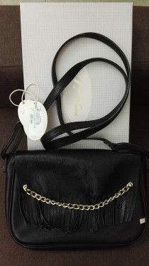 Sarah Jessica Parker black leather bag AED 500, retail price AED 995