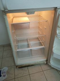 American Refrigerator for Sale in Dubai! Max Capacity at low price!