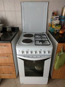 Oven, 2 Electrical + 2 Gas Units in Perfect Condition