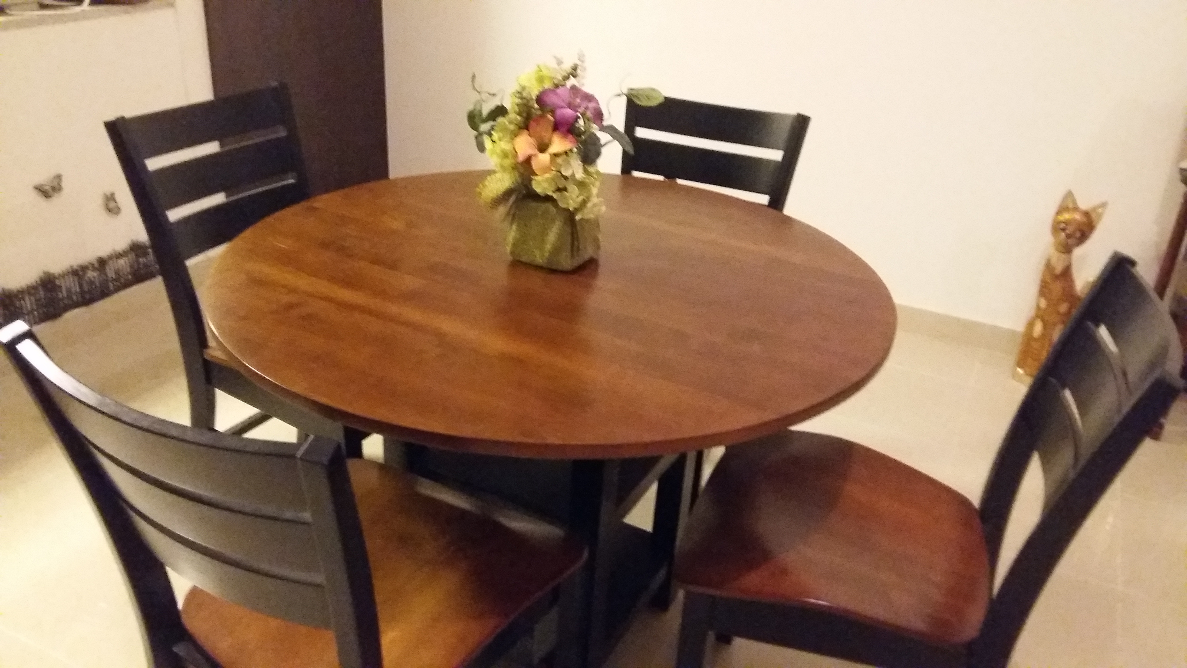 Dining Table (Solid wood) AED 1300/- (negotiable)
